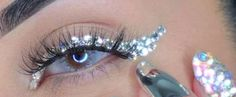 Only True Beauty Divas Could Pull Off This Fabulous Diamond Cat Eye https://www.popsugar.com/beauty/Diamond-Cat-Eye-Tutorial-43186914