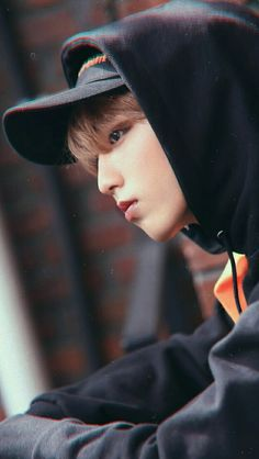 Read Kiss You from the story When You Love Someone 🐿️h.js🐿️ [Italian Translation] by LostInHisCheeks (키아라) with 539 reads.