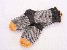 Knitting Patterns Socks the house: Meanwhile Knitting Blogs, Knitting Charts, Knitting Projects, Knitting Socks, Crochet Projects, Hand Knitting, Knitting Patterns, Knit Socks, Knitted Slippers