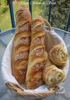 Baguette recipe in French Cooking Chef, Cooking Recipes, Kitchen Aid Artisan, Brunch, Bread And Pastries, Puff Pastries, Food Inspiration, Love Food, Bread Recipes