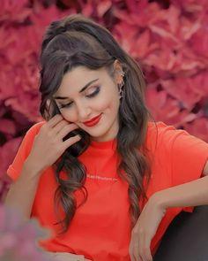 Cute Selfie Ideas, Hande Ercel, Pakistani Actress, Bad Girl Aesthetic, Beautiful Girl Image, Girls Dp, Girl Photography Poses, Viera, Strong Women