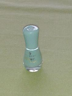 deze heb ik ook van Nederland voor 1.50  de essence colour & go  deze is hemel of baby blauw  nummer 56