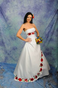 Beautiful pictures ukrainian wedding dress that inspire us Modest Long Dresses, Strapless Dress Formal, Girls Dresses, Formal Dresses, Mexican Dresses, Mexican Outfit, Bridesmaid Dresses, Prom Dresses, Wedding Dresses
