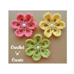 This sweet small flower applique, has just 3 rows, it's so easy to make, it is great for the beginner crochet to practice with, create as many as needed Crochet Applique Flowers and Leaves Set Any Colour - Made to Order Pattern Floral, Crochet Flower Patterns, Flower Applique, Crochet Flowers, Knitting Patterns, Crochet Car, Irish Crochet, Crochet Crafts, Blanket Crochet