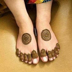 Mehndi Designs For Kids, Rose Mehndi Designs, Henna Tattoo Designs Simple, Mehndi Designs Feet, Latest Bridal Mehndi Designs, Full Hand Mehndi Designs, Stylish Mehndi Designs, Mehndi Designs For Beginners, Mehndi Design Photos
