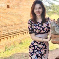 Myanmar Traditional Dress, Traditional Dresses, Ootd Fashion, Girl Fashion, Burmese Girls, Myanmar Dress Design, Myanmar Women, Indonesian Girls, Beautiful Asian Women