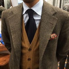 The latest men's fashion including the best basics, classics, stylish eveningwear and casual street style looks. Tweed Men, Tweed Suits, Mens Suits, Tweed Blazer, Suit Fashion, Mens Fashion, Fashion Outfits, Mode Costume, Well Dressed Men