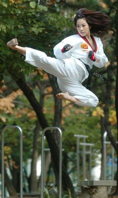 europe free Fighter Girl Gun for women sites Military / Fighter (Girl) . Taekwondo Girl, Karate Girl, Taekwondo Fight, Art Of Fighting, Fighting Poses, Female Martial Artists, Martial Arts Women, Kung Fu Martial Arts
