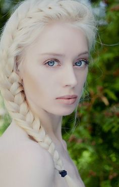 Absolutely love this look. Pale skin white blonde hair and a pretty french side braid