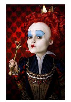 Helena Bonham Carter (Ehefrau von Regisseur Tim Burton) spielt die Rote Königin
