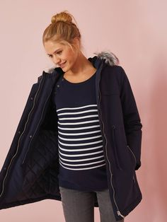 Really smart parka for future mums! You can wear it throughout all your pregnancy. After pregnancy, front panel can be attached for extra comfort and peace of mind while carrying and keeping your baby warm in cold weather. Parka, Maternity Sale, Sous Pull, Future Maman, After Pregnancy, Baby Warmer, Pulls, Blouse, Cold Weather