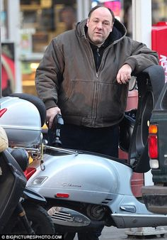 James Gandolfini gives his scooter a tough time on a ride through New York Piaggio Scooter, Vespa Bike, Vespa Gts, Vespa Scooters, Italian Scooter, Scooter Custom, Scooter Girl, Electric Scooter, Girl Quotes