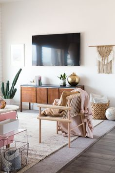 Aspyn's Living Room Makeover Reveal! I can't believe that most of this room was either thrifted or DIYed! So many cool details and such great eclectic, boho living room inspiration! Boho Living Room, Home And Living, Living Room Decor, Bedroom Decor, Bedroom Wall, Small Living, Living Modern, Vintage Modern Living Room, Wall Decor