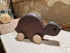 Tortuga Iroko. Wooden Toys, Car, Wooden Toy Plans, Wood Toys, Automobile, Woodworking Toys, Autos, Cars