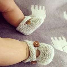 Hand knit baby booties by MADEWISE  www.etsy.com/au/shop/madewise www.instagram.com/made_wise www.facebook.com/madebywise