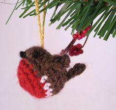 LucyRavenscar - Crochet Creatures: Tiny Christmas Robin - free crochet pattern