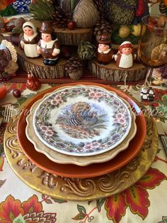 This weeks table is decorated for a Thanksgiving feast. Thanksgiving 2016, Thanksgiving Traditions, Vintage China, Tablescapes, Decorative Plates, Table Settings, Traditional, Dinner, Autumn