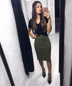 51 Super Ideas for dress midi night pencil skirts Green Pencil Skirts, Pencil Skirt Casual, Pencil Skirt Outfits, High Waisted Pencil Skirt, Pencil Dresses, Black Pencil Skirt Outfit, Modest Dresses, Modest Outfits, Modest Fashion