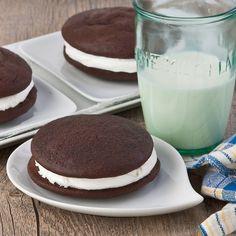 Home made gluten free Whoopie Pies, a retro chocolaty marshmallow treat!