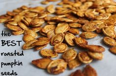 the BEST roasted pumpkin seed recipe- seriously need to make these!