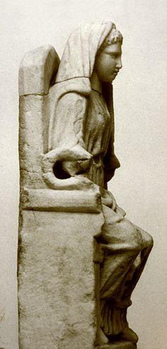 Escultura de Bona Dea, la diosa de la fertilidad, la salud y la sexualidad.