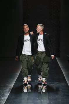 Spring 2019 Menswear Fashion Show Collection: See the complete Spring 2019 Menswear collection. Look 48 Latest Mens Fashion, Fashion Show Collection, Minimal Fashion, Stylish Men, Stylish Outfits, Fashion Outfits, Mens Clothing Styles, Dsquared2, Menswear
