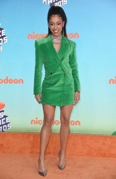 Kids' Choice Awards Fashion 2019: See The Best Dressed Stars – Hollywood Life Kids Choice Award, Choice Awards, Orange Carpet, Red Carpet, Fashion Games, Fashion Outfits, Yellow Gown, Candace Cameron Bure, Orange Pants