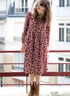 Robe Virtuel de la marque Sam et Lili, robe longue longueur sous genoux , col rond, taille Empire, pinces sous poitrine, imprimé fleuri  Fabrication Française