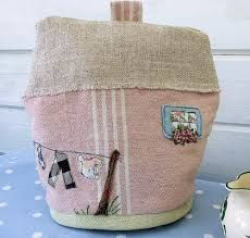 English Cottage Tea Cosy by Bustle & Sew Appliqué tea cosy inspired by vintage tea cosy patterns, but brought up to date with free style machine appliqué. Pattern for August 2013 issue of Bustle & Sew Magazine.