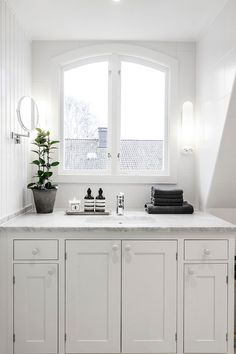 Scandinavian apartment designed by Moodhouse Home Service, located in Frölunda, Sweden. Laundry Room Bathroom, Upstairs Bathrooms, Dream Bathrooms, Beautiful Bathrooms, Bathroom Interior, Interior Design Living Room, Couple Room, Beautiful Interior Design, Apartment Design