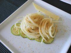 Linguini de Palmito Pupunha na manteiga de ervas com farofa de pipoca e abobrinha grelhada