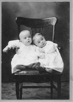 vintage photo- ABSOLUTELY DARLING TWINS❤