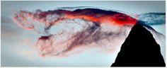 El Fitz Roy con una nube que lo acaricia.  Ruta 40 en Santa Cruz, Patagonia.