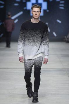 Marcelo Burlon County of Milan - Men Fashion Fall Winter - Shows - Vogue. Fashion Mode, Look Fashion, Men Fashion, Winter Fashion, Fashion Show, Fashion Design, Fashion Tips, Paris Fashion, Herren Outfit
