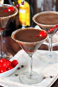 Get your chocolate covered cherry fix in cocktail form with these scrumptious Chocolate Covered Cherry Martinis. Chocolate Covered Cherries, Chocolate Cherry, Delicious Chocolate, Chocolate Cocktails, Hot Buttered Rum, Martini Recipes, Most Delicious Recipe, Chocolate Shavings, Yummy Drinks