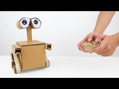 How to make a running robot with a tail and jumping robot - DIY Robot Make A Robot, Diy Robot, Robots For Kids, Wall E, Cardboard Robot, Cardboard Crafts, Paper Crafts, How To Make Stars, Recycled Robot