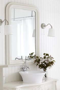 decorating a simple white bathroom in cottage style - Saferbrowser Image Search Results Country Cottage Interiors, Beach Cottage Style, White Interiors, Cottage Chic, All White Bathroom, Small Bathroom, Downstairs Bathroom, Master Bathroom, White Cottage