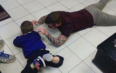 자폐 아동 위해 미용실 바닥에 드러누운 이발사 #korea #insight