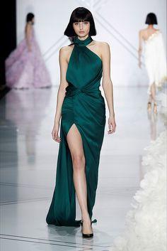 Elegant emerald at Ralph & Russo Runway - Paris Fashion Week, Haute Couture Fall/Winter Lace Dresses, Pretty Dresses, Short Dresses, Club Dresses, Style Couture, Haute Couture Fashion, Spring Couture, Juicy Couture, Elie Saab