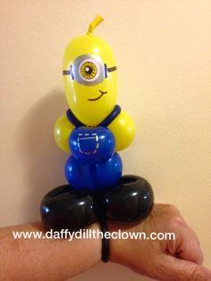Balloon Minion wristband Minions Birthday Theme, Minion Party, It's Your Birthday, Girl Birthday, Birthday Ideas, Minion Balloons, Balloon Cartoon, Ballon Animals, Balloon Face