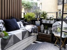Home decor balcony. Porch And Balcony, Outdoor Balcony, Porch Garden, Outdoor Spaces, Outdoor Living, Outdoor Decor, Balcony Garden, Balcony Furniture, Outdoor Furniture Sets