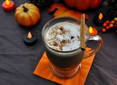 Pumpkin Caramel Spice Latte and Salted Caramel Hot Chocolate recipe Java, Yummy Treats, Sweet Treats, Pause Café, Cocktails, Homemade Hot Chocolate, Hot Cocoa Mixes, Fall Drinks, Chocolate Shavings