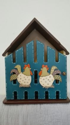 Casa en madera  country para huevos Arte Country, Ideas Para, Gingerbread, Sweet Home, Safe Room, Baby Dolls, Wooden Figurines, Picture On Wood, Decorations