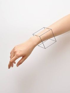 Style made simple jewel design minimal geometric cube bracelet Bijoux Design, Schmuck Design, Jewelry Design, Jewelry Art, Jewelry Accessories, Fashion Accessories, Fashion Jewelry, Jewellery, Estilo Hippie