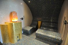 big salt brick on woderful steam podium , SPA design: Steam bath room sauna / Tepidarium with infrared-heated seat combination, Schönes Dampfbad mit einer Sitz Kombination beheizt mit Infrarot-Strahlungswärme ausgeführt als Tepidarium