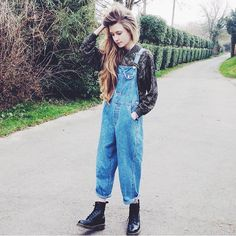 Doc Martens have been in style for almost 60 years, discover what made them so popular. We also discuss how to wear them in style! Grunge Outfits, Style Outfits, Mode Outfits, Grunge Fashion, 90s Fashion, Casual Outfits, Vintage Fashion, Fashion Outfits, Dress Fashion