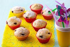 Piimämuffinit ✦ Piimä mehevöittää muffinitaikinan, jolla pyöräytät nopeasti pullantuoksuisen leivonnaisen. Tällä ohjeella lastenkin on mukavaa harjoitella leipomisen saloja. http://www.valio.fi/reseptit/piimamuffinit/