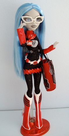 Ghoulia Yelps SDCC 2011   Monster High Doll Ghoulia Yelps cosplays a femme version of her favorite superhero, DeadFast -- This would be super fun to do as a costume and wear it to D*C just to be cheeky!!!!
