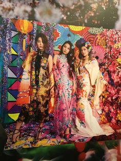 【SHIATZY CHEN X Ms. MIKA NINAGAWA and S.H.E】 The Japanese famous artist, Mika Ninagawa, is holding a largest solo exhibition since the artist's debut in Taiwan until 8th May. Ms. Ninakawa shoot the well-known Taiwanese girl group, S.H.E as a key image of the exhibition. Ella and Hebe were wearing 2016SS 【Mount Huaguo Adventure Collection】. The dresses with blooming background becomes a powerful vision impact and shows the amazing vitality and harmonious atmosphere. #夏姿 #SHIATZYCHEN…