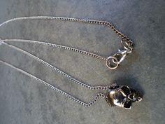 Colar longo pigente caveira... www.balieco.com.br